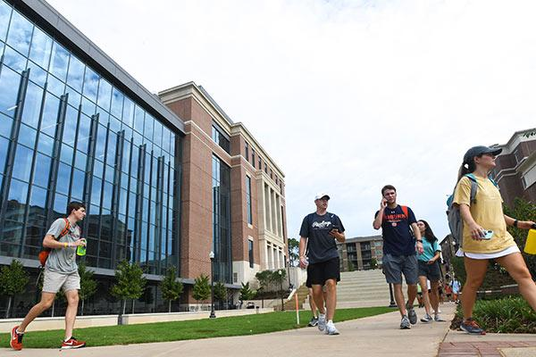 Students walking between Horton-Hardgrave Hall and Lowder Hall